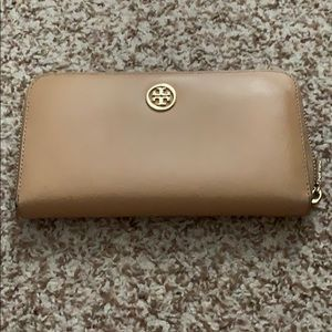Tory Burch Clay Beige letter zipper wallet